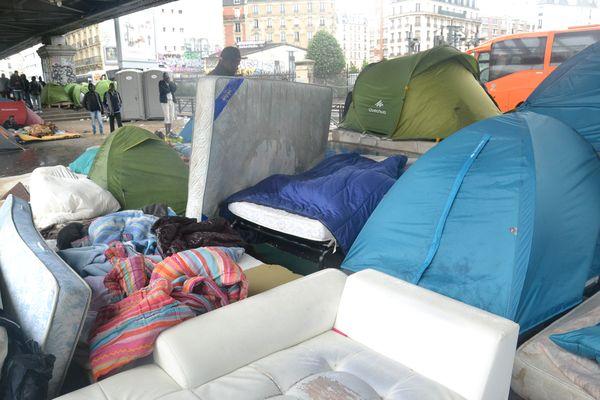 Camp illégal de migrants clandestins boulevard de la Chapelle à Paris © PT