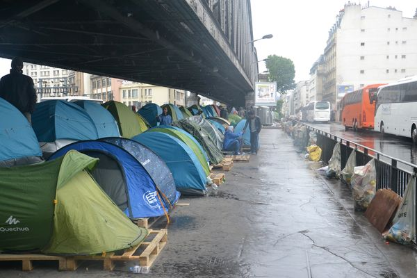 Campement illégal boulevard de la Chapelle © PT