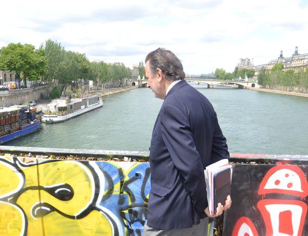 Jean-François Legaret présent lors du démontage des cadenas sur le Pont des Arts © VD