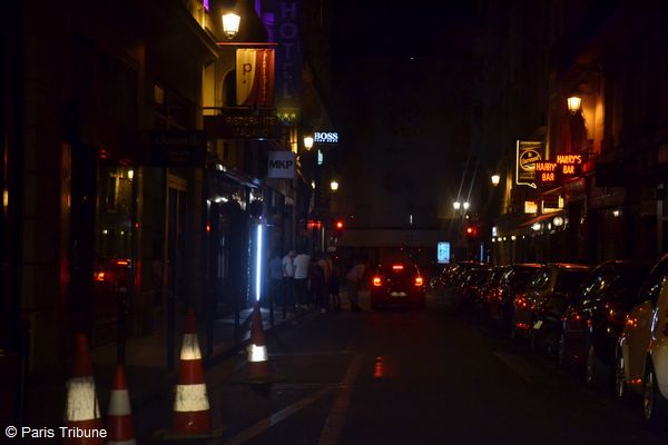 De l'ambiance également rue Daunou dans le 1er arrondissement où se trouve le célèbre Harry's Bar typiquement new-yorkais © VD