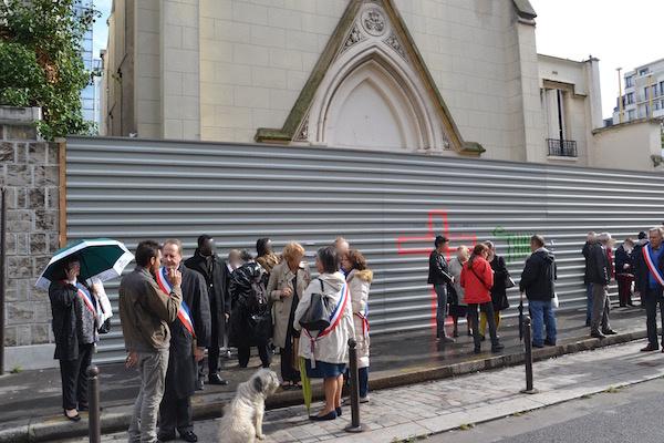 Les élus (Les Républicains) empêchent l'entreprise de démolition d'intervenir du 5 au 9 octobre 2015 © VD -PT.