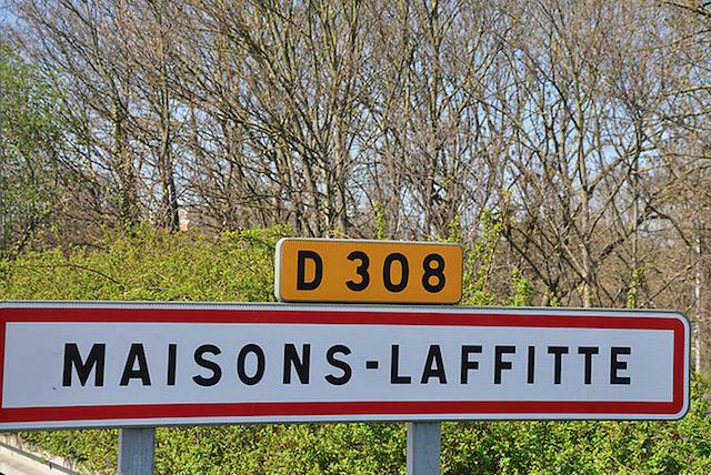 Panneau d'entrée dans la ville de Maisons-Laffitte dans le département des Yvelines © Moonik sous licence creative commons.