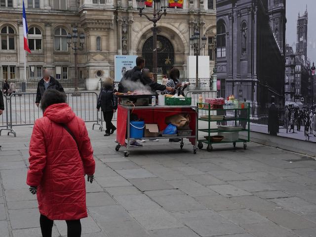 Place de l'Hôtel de Ville : les sandwichs étaient plus nombreux que les manifestants © VD - PT.