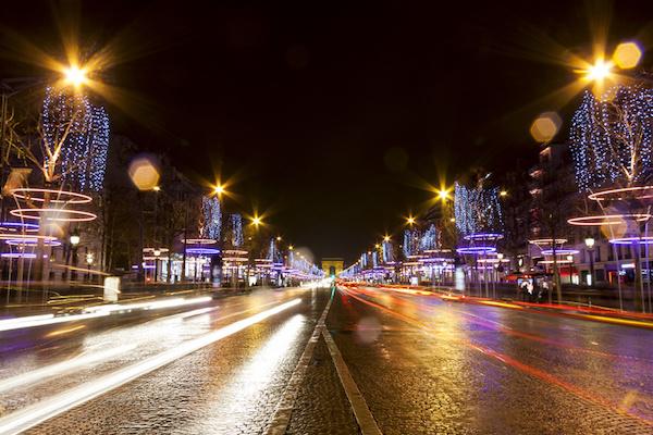 2013 : les Champs-Elysées illuminés © risto0 - Fotolia.com