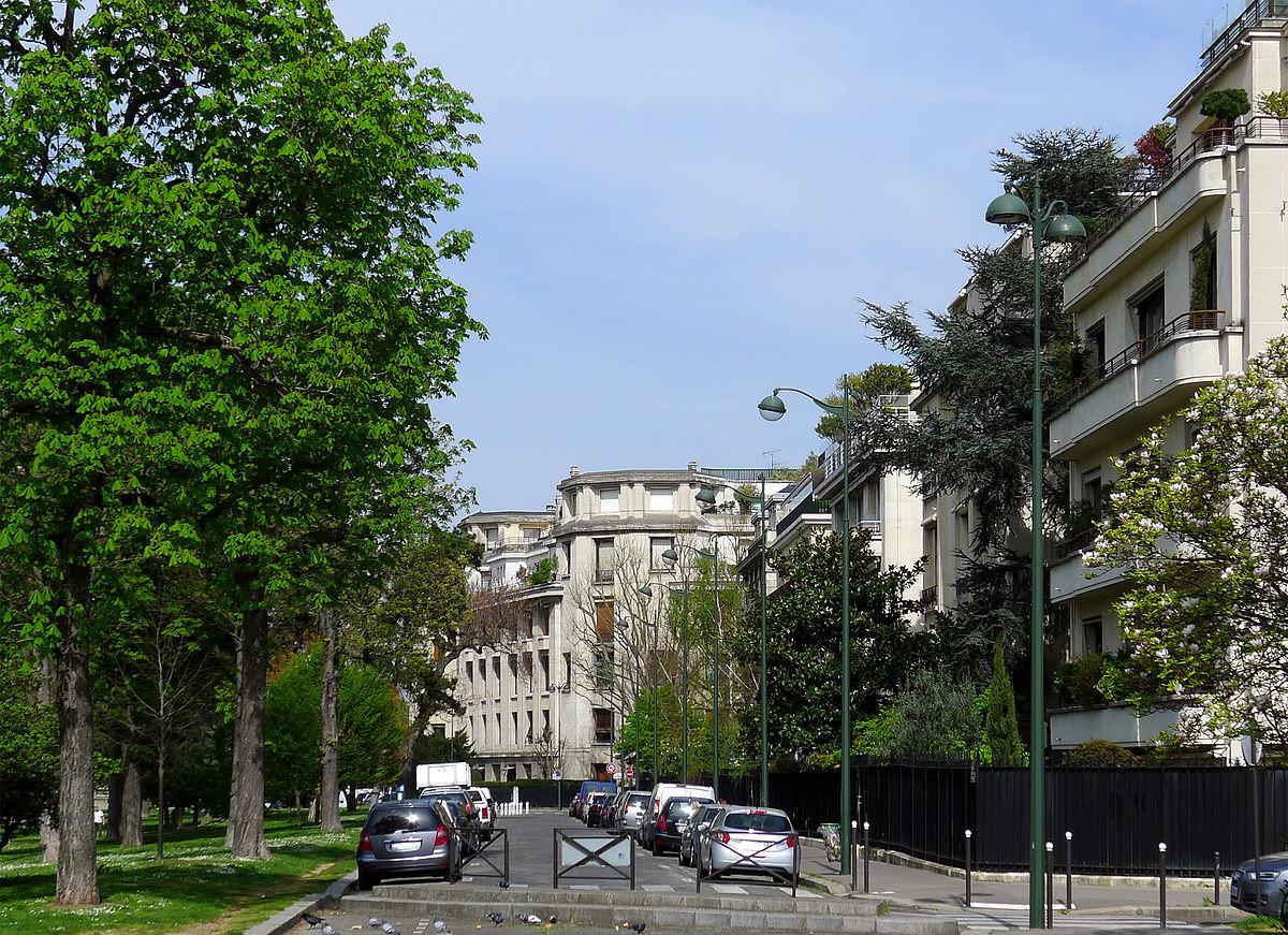 Avenue du Maréchal Maumoury 75016 Paris - L'allée n'est construite que sur un côté - photo Mbzt sous licence creative common.