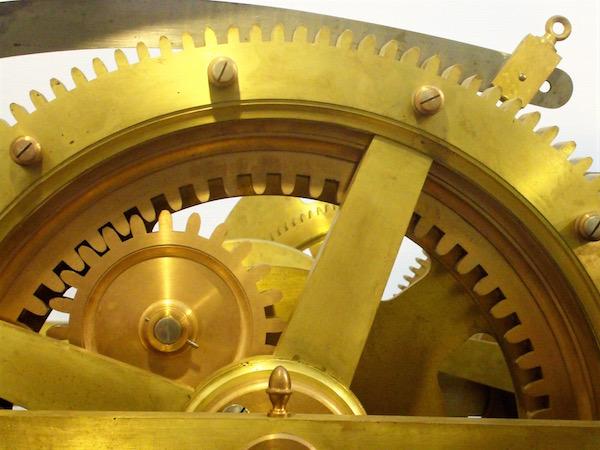 Détail du mécanisme de la grande horloge de l'Hôtel de ville de Paris © Paris Tribune
