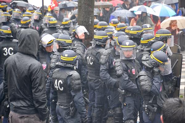 Les CRS à pied d'oeuvre lors des manifestations anti Loi Travail à Paris © Paris Tribune