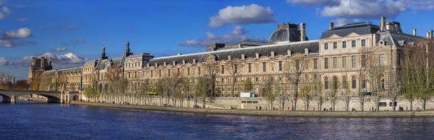 Le Musée du Louvre se trouve en zone inondable © tverkhovinets