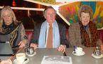 De gauche à droite : Ysabel de Naurois-Turgot, Armand de la Rochefoucauld, Béatrice de Andia, représentant les 3 associations prêtes à défendre devant la justice la chapelle Laennec (2 mars 2011).