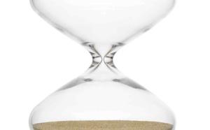 The Hourglass by Marc Newson, Switzerland 2015, borosilicate glass, stainless steel gold-plated nanoballs©photo Philippe Joner