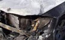 Deux voitures brûlées dans le 17e arrondissement de Paris