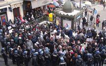 Rassemblement à la Mairie de Paris des travailleurs grévistes sans-papiers expulsés du 6ème
