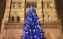Inauguration : Sapin de Noël suédois sur le parvis de Notre-Dame