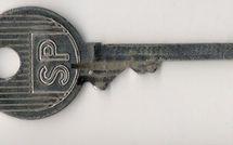 Pris la clé PTT à la main