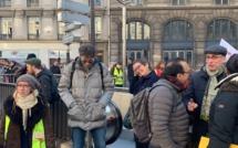 Mobilisation des syndicats CGT à la Ville de Paris avec des Gilets Jaunes