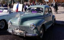 Les voitures anciennes aiment passer par Paris