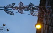 Que se passe-t-il entre la mairie du 6e arrondissement et l'association des riverains et des commerçants de la place Saint-Michel ?