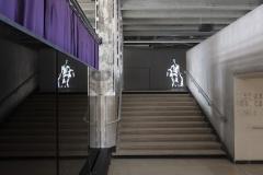 Anne Imhof, Natures Mortes (2021), vue d'exposition, Palais de Tokyo, Paris.